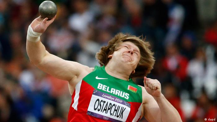Belarus' Nadzeya Ostapchuk takes a throw in the women's shot put final during the athletics in the Olympic Stadium at the 2012 Summer Olympics, London, Monday, Aug. 6, 2012. (Foto:Matt Dunham/AP/dapd)