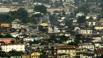 A view of downtown Freetown, Sierra Leone, Saturday, April, 1, 2006, with the city soccer stadium at top left, and the Mosque at centre. The toppled Liberian president Charles Taylor, who once escaped from an American prison is being carefully guarded as he awaits trial on war crimes charges in an international court Monday.(ddp images/AP Photo/George Osodi)