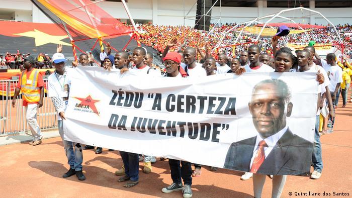 Anhänger der angolanischen Regierungspartei MPLA (Quintiliano dos Santos)