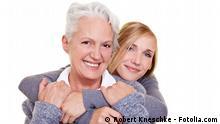 Jung und alt zusammen © Robert Kneschke #27727828