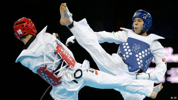 Rohullah Nikpah beim Taekwondo-Kampf in London (Foto: AP)
