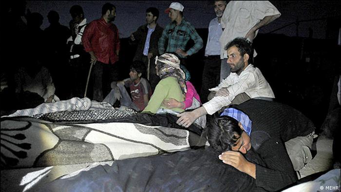 در بیست و چهار ساعت پس از وقوع زلزله، صدا و سیمای جمهوری اسلامی برنامههایی مربوط به دعاخوانی و اخبار مرتبط با کشور سوریه پخش میکرد