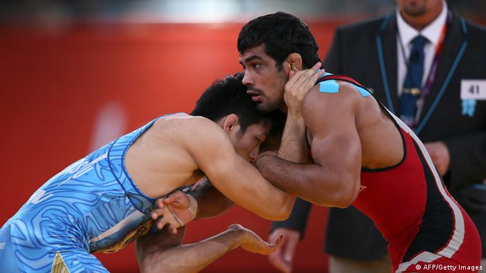 India's Sushil Kumar (R) wrestles Japan's Tatsuhiro Yonemitsu in their Men's 66kg Freestyle gold medal match on August 12, 2012 during the wrestling event of the London 2012 Olympic Games. AFP PHOTO / MARWAN NAAMANI (Photo credit should read MARWAN NAAMANI/AFP/GettyImages)