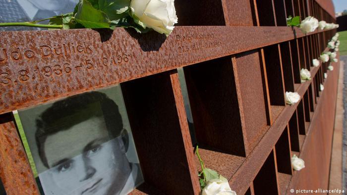 Homenaje a las víctimas del Muro de Berlín, en la Bernauer Straße.
