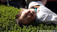 Deutschland Medizin ein kleiner Junge mit Down-Syndrom