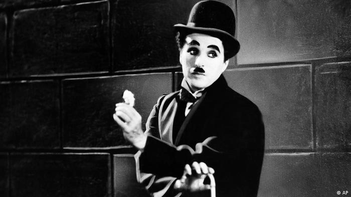 Charlie Chaplin in einer Szene des films city Lights (Foto AP)