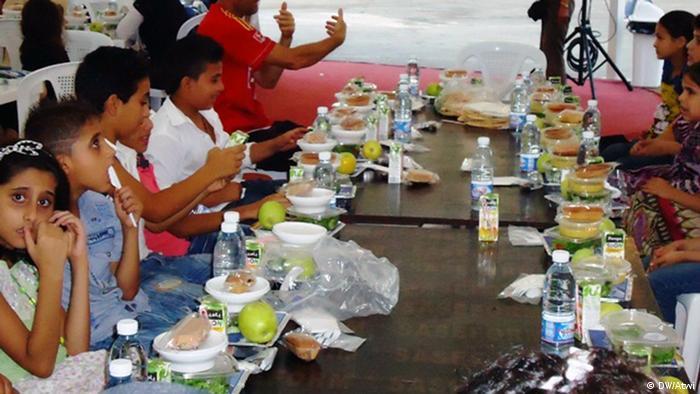 رمضان في لبنان إفطارات عابرة للطوائف ثقافة ومجتمع قضايا مجتمعية من عمق ألمانيا والعالم العربي Dw 15 08 2012