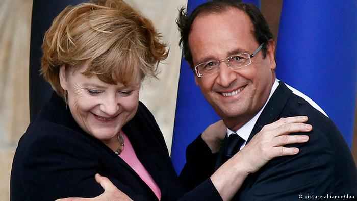 French President Francois Hollande (R) and German Chancellor Angela Merkel (EPA/JACKY NAEGELEN)