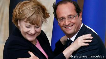 epa03319959 (FILE) A file photo dated 08 July 2012 of French President Francois Hollande (R) and German Chancellor Angela Merkel attending the 50th anniversary ceremony of the historical reconciliation meeting between France's President Charles de Gaulle and Germany's Chancellor Konrad Adenauer after World War II, in Reims, France. Germany and France are determined to do everything to safeguard the euro, their leaders said 27 July 2012 after speaking on the phone. 'France and Germany are fundamentally committed to the integrity of the eurozone. They are determined to do everything to safeguard it,' German Chancellor Angela Merkel and French President Francois Hollande said in a joint statement. EPA/JACKY NAEGELEN / POOL MAXPPP OUT *** Local Caption *** 50423048 +++(c) dpa - Bildfunk+++