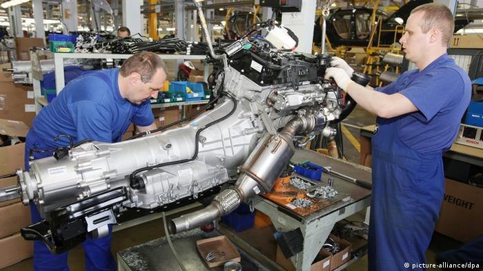 Рабочие на российской фабрике