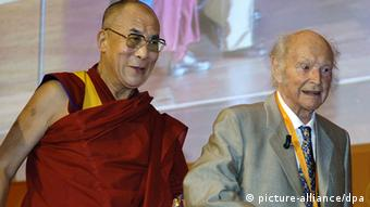 The Dalai Lama and Harrer together on a stage in 2005 Photo: Boris Roessler dpa +++(c) dpa - Report+++ pixel