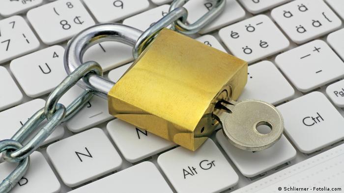 Symbolic picture of a lock on a keyboard; (c) www.BilderBox.com, Erwin Wodicka, Siedlerzeile
