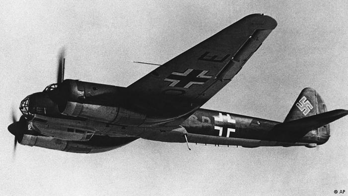 Під час Другої світової війни Lufthansa спеціалізувалася на ремонті військових літаків. На фото - бомбардувальник Junkers Ju 88