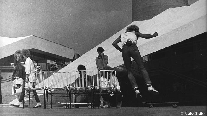 Erste Sprungübungen unter dem Fernsehturm - Skater in der DDR - zum Start von This ain't California am 16.08.2012 (Foto: Patrick Steffen)