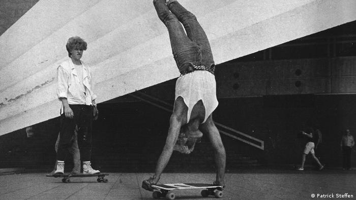 Akrobatik auf dem Skateboard - Skater in der DDR - zum Start von This ain't California am 16.08.2012 (Foto: Patrick Steffen)