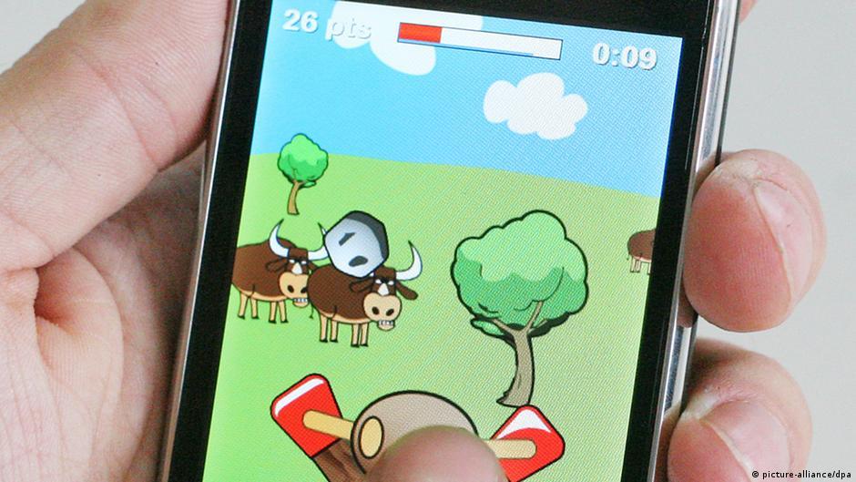 ثلث المراهقين يقضون ساعتين فأكثر مع الألعاب الإلكترونية   DW   03.09.2014
