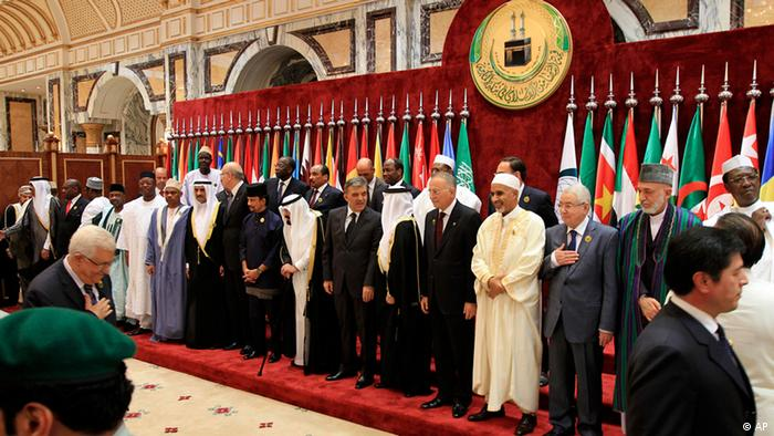 Islamic countries' leaders pose for official photos before an extraordinary session of the Organization of Islamic Conference in Mecca, Saudi Arabia