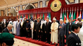 Islamic countries' leaders pose for official photos before an extraordinary session of the Organization of Islamic Conference in Mecca, Saudi Arabia, Tuesday, Aug. 14, 2012. Saudi Arabia's King Abdullah hosted the conference, a body of 57 member states, which agreed to discuss suspending Syria's membership. (Foto:AP/dapd)