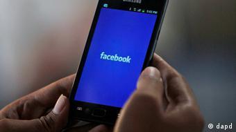 Мобильное приложение Facebook в смартфоне