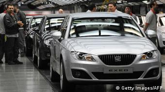 Workers check cars at the Seat factory in Martorell near Barcelona on February 25, 2009. President of Seat Erich Schmitt is pictured a visit by Catalan president Jose Montilla to a Seat factory in Martorell, near Barcelona. Spain's socialist government said on February 17, 2009 it would allow auto makers to put off paying their social security contributions in 2009 as part of measures to help the sector deal with plunging sales. AFP PHOTO/LLUIS GENE (Photo credit should read LLUIS GENE/AFP/Getty Images)