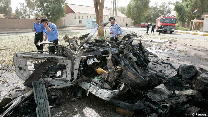 Security personnel inspect the site of a car bomb attack in Kirkuk, 250 km (155 miles) north of Baghdad, August 16, 2012.