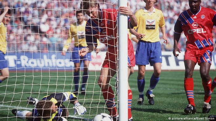 Thomas Helmer kicking the ball past the post (23.04.1994)