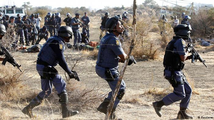 Armed police face strikers at the Marikana mine (Photo: Reuters/Siphiwe Sibeko