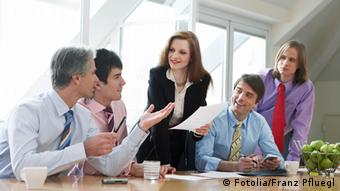 На посаді гендиректора великої компанії жінок досі мало