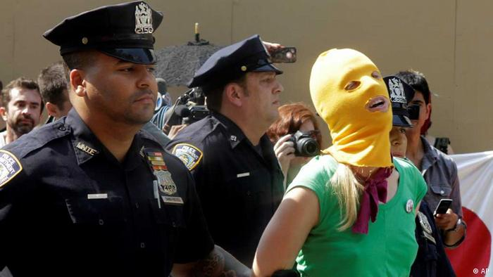 Protesters oppose Pussy Riot sentence in New York (AP)