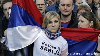 Waserbia wakiandamana kupinga uhuru wa Kosovo.