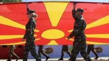 Mazedonische Flagge und Soldaten bei der 20-Jahre Jubelfeier der mazedonischen Armee. Skopje, Mazedonien, 18.08.2012 Foto: Macedonian Information Agency - MIA