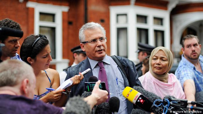 epa03365317 Spanish layer of Wikileaks founder Julian Assange, former Judge Baltazar Grazon (C), delivers a statement outside the Ecuador Embassy where Assange has sought political asylum in London, Britain 19 August 2012. Garzon said Mr Assange instructed his lawyers to carry out 'a legal action' to protect 'the rights of Wikileaks [and] Julian himself'.Tension has increased between Britain and Ecuador since the Ecuadorean government granted Assange diplomatic asylum on 16 August. EPA/FACUNDO ARRIZABALAGA