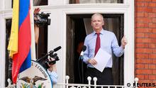 WikiLeaks founder Julian Assange gives a thumbs up sign after speaking to the media outside the Ecuador embassy in west London August 19, 2012. Assange used the balcony of Ecuador's London embassy on Sunday to berate the United States for threatening freedom of expression and called on U.S. President Barack Obama to end what he called a witch-hunt against WikiLeaks. REUTERS/Olivia Harris (BRITAIN - Tags: POLITICS CRIME LAW MEDIA)