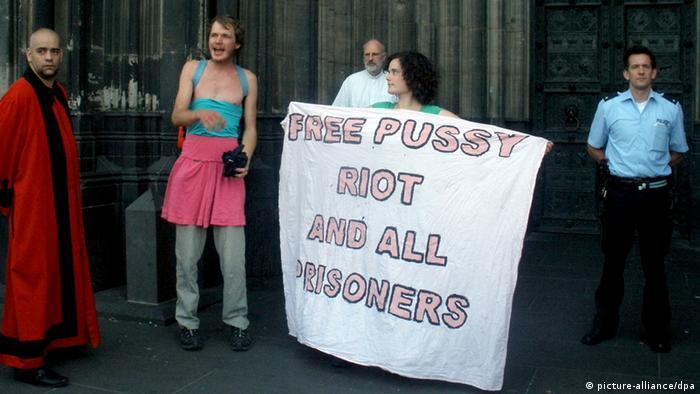 Акция сторонников Pussy Riot