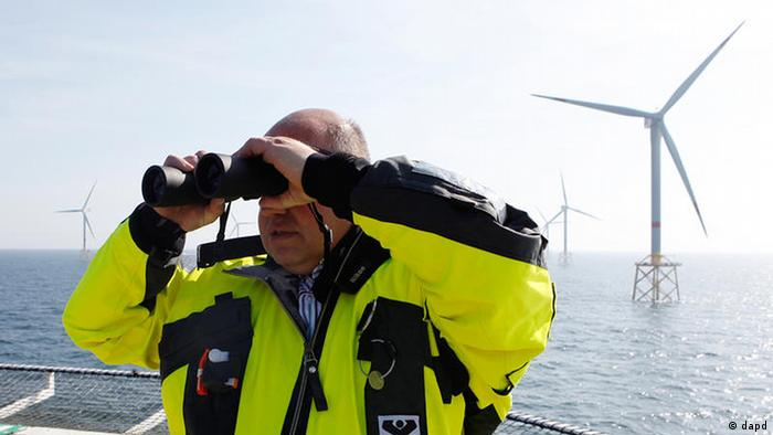 Peter Altmaier beim Windpark Alpha Ventus in der Nordsee (2012) (dapd)