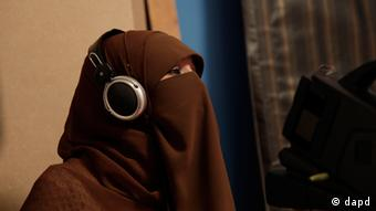 Heba Seraj films a segment of a Ramadan program at the Maria Channel's studio in Cairo (Photo:Maya Alleruzzo/AP/dapd)