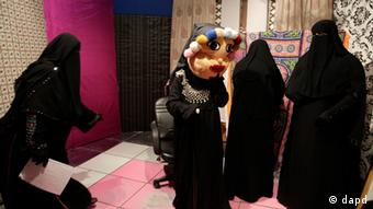 Staff members of the Maria Channel prepare to film a segment of a Ramadan program at their studio in Cairo, Egypt, Monday, July 23, 2012. The first Egyptian satellite channel operated by women wearing the niqab, or face veil, launched on the first day of the holy month of Ramadan. The station manager says he hopes the full face-veiled women will set an example for others by showing a new kind of woman as a role model.(Foto:Maya Alleruzzo/AP/dapd)