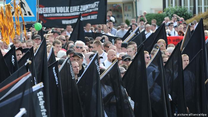 Neonazi-Aufmarsch in Bad Nenndorf (Foto: picture-alliance/dpa)