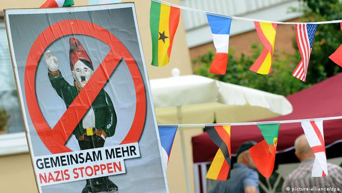 Sign at an anti-neo-Nazi march in Bad Nenndorf, Germany (Photo: Holger Hollemann dpa/lni)