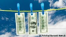 Geld auf Wäscheleine Symbolbild