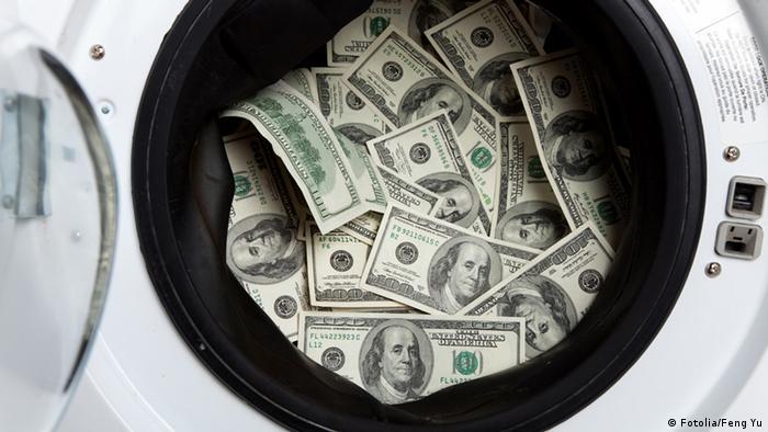Geldscheine in einer Waschmaschine