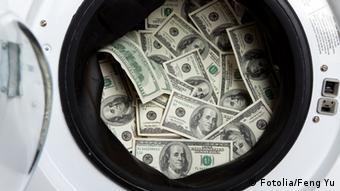 Geld Geldwäsche Symbolbild