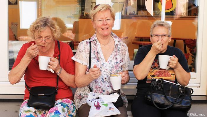 Участницы кулинарной экскурсии в Кельне во время дегустации