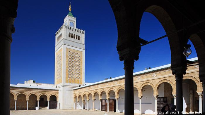 صورة رمزية للفناء الداخلي لجامع الزيتونة بتونس