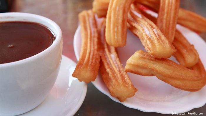 Немцы любят побаловать себя испанским печеньем чуррос с горячим шоколадом