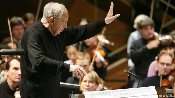 Pierre Boulez conducting, Copyright: picture-alliance/dpa