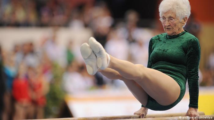 Dünyanın en yaşlı jimnastikçisi, 92 yaşındaki Alman sporcu Johanna Quaas