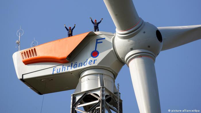 Співробітники Fuhrländer проводять монтажні роботи на висоті 141 метр. Архівне фото