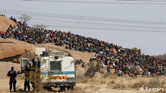 Südafrikanischer Bergarbeiterstreik Gewalt und Tote in Marikana