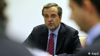 Greece's Prime Minister Antonis Samaras leads a meeting with officials at the Finance Ministry in Athens, Wednesday, Aug. 8, 2012. The debt-ridden country has promised to slash euro11.5 billion ($14.1 billion) off its 2013-14 budget in order to continue receiving emergency rescue loans from other eurozone countries and the International Monetary Fund. (Foto:Thanassis Stavrakis/AP/dapd)